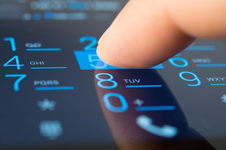 Почему нельзя оставлять свой номер телефона в интернете?