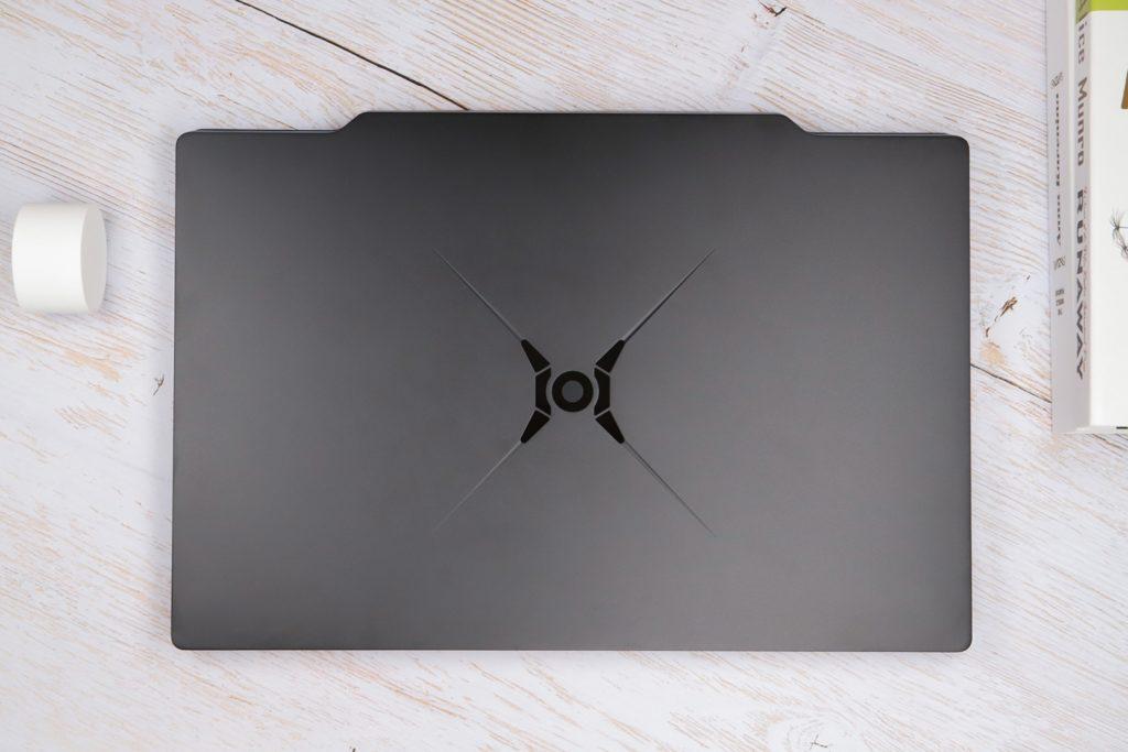 Вышел первый игровой ноутбук HONOR. Он красивый, мощный и дорогой